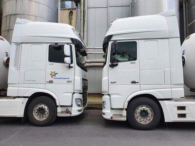 P Vissers Transport Vrachtwagens tegenover elkaar